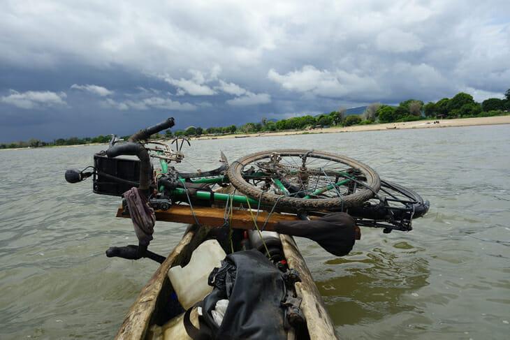 pirogue lac malawi