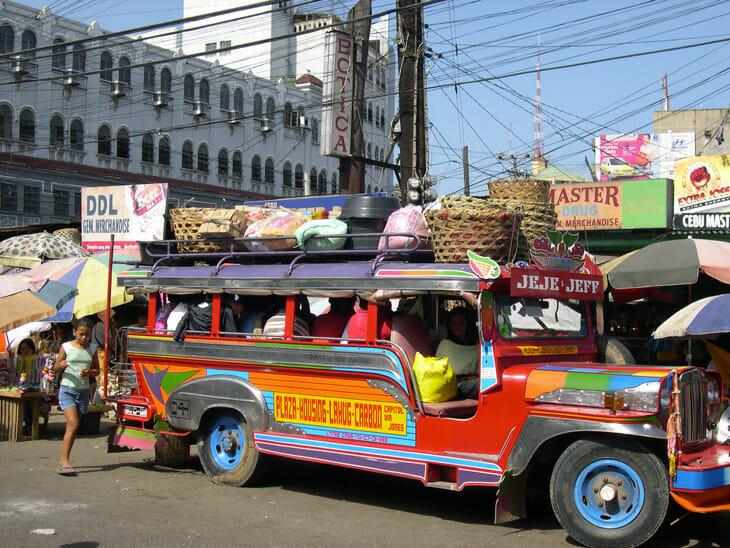 Prendre une jeepney en solo : une aventure en soi